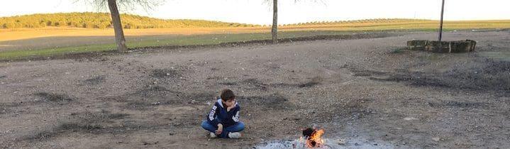 Foto de un niño en el campo