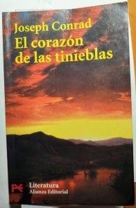 Portada el libro El corazon de las tinieblas Joseph Conrad Alianza Editorial - Un atardecer en la selva